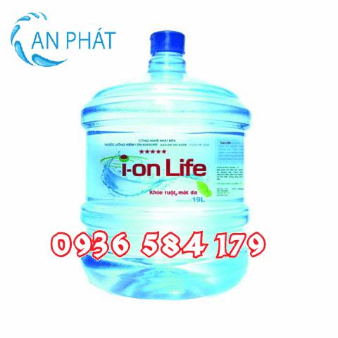 Nước uống đóng bình ion life 19l tại đại lý nước suối An Phát cung cấp